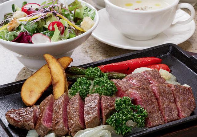 【モーリヤ】はA5ランクの神戸牛をステーキでご提供中!