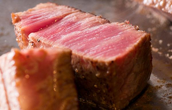 五感で味わえる神戸牛の鉄板焼きステーキ